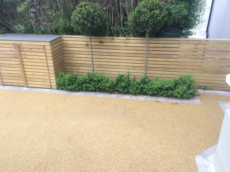Resin drive with granite setts edge and horizontal fence in Balham